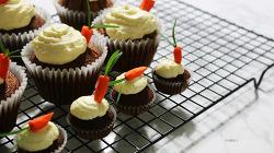 촉촉하고 부드러운 당근 컵케이크 만들기 -크림치즈프로스팅 carrot cupcakes [동영상레시피]