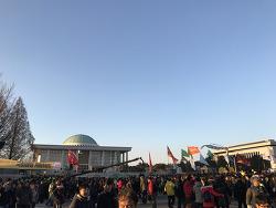 2016년 12월 9일 박근혜 탄핵 가결, 국회의사당 앞 아침이슬 합창, 시민명예혁명의 시작