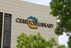 수족관과 어린이 도서관 내부가 유명해서 관광지로도 손색이 없는 세리토스 도서관(Cerritos Library)
