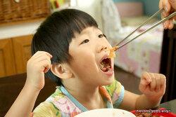 45개월 아들이 김치를 즐겨먹는 이유~!