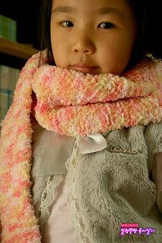 1년이 걸린 아빠의 어설픈 뜨개질, 7살 딸은 너무 좋아해~!