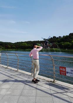 남자 핑크 셔츠 : 남친룩 코디 [폴로 랄프로렌] 셔츠 with 남자 치노팬츠 데일리룩