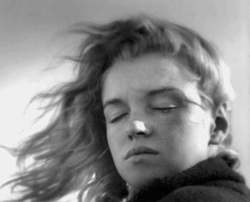 20살의 마릴린 먼로의 청순미 가득한 흑백 사진들