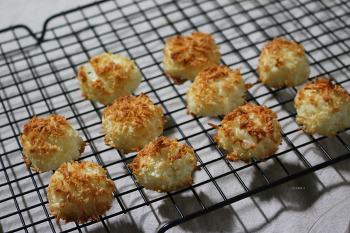 향긋한 코코넛 향이 물씬! 코코넛 로쉐 만들기  Coconut Rocher (coconut macaroons) 동영상레시피