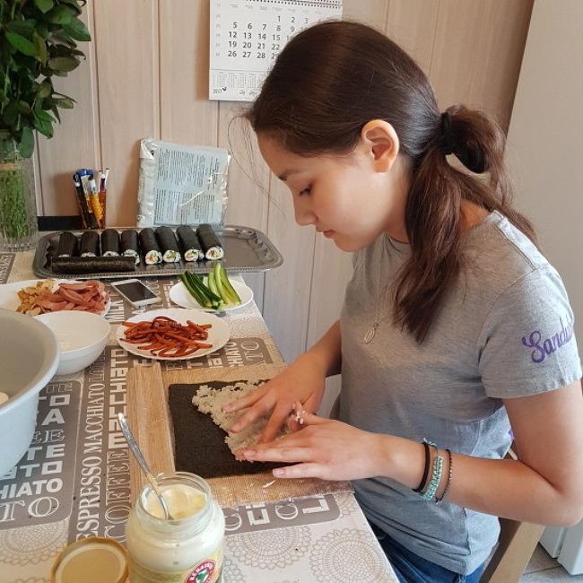 김밥 잘 만드는 이유 - 한국인 피가 있어서