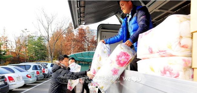 국제위러브유운동본부 장길자회장님께서 상처 입은 섬마을에 지원 기금과 물품을 전달해 주었어요.