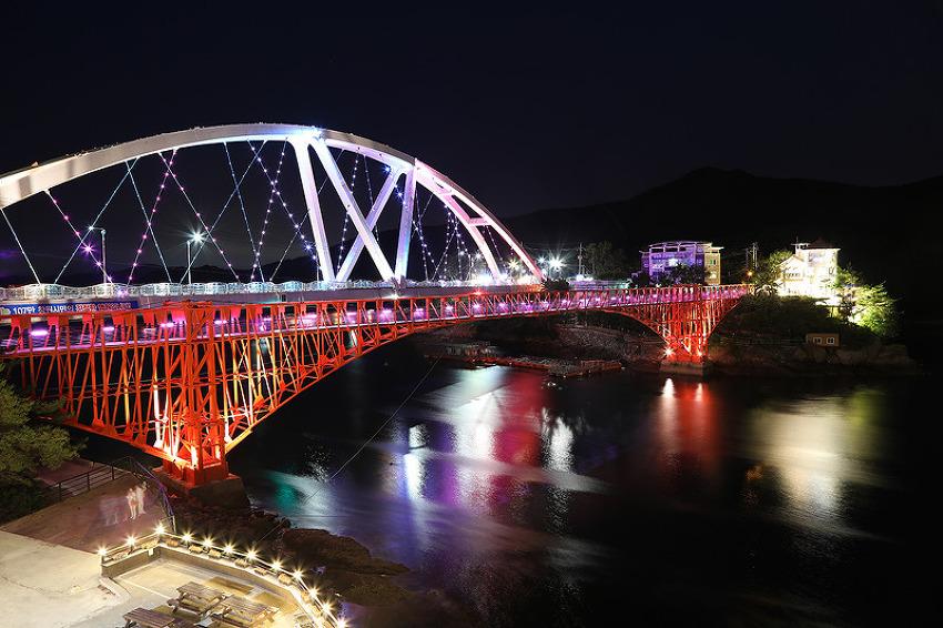 낮보다 밤이 더 아름다운 '콰이강의 다리'의 일몰과 야경! (창원명소/창원여행)