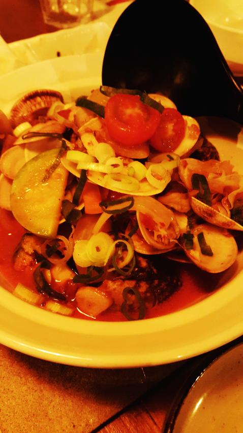 광안리 해변 뒷골목 부엉이. 일본식 선술집