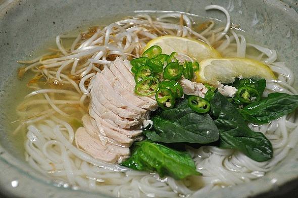 30kg 감량 다이어트 음식, 담백한 닭가슴살 쌀국수