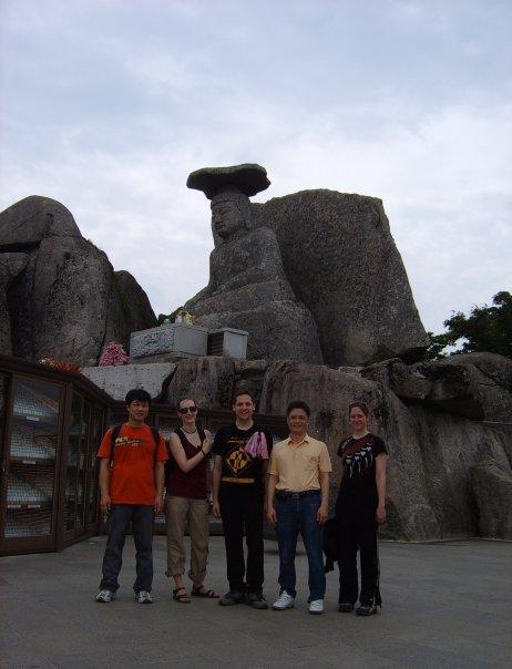 2008년 7월 5일에 대구 팔공산 갓바위라는 곳으로 외국인(영국인 남자, 아일랜드인으로 짐작되는 여자, 미국 여자)과 함께 등산을 갔다 왔습니다.