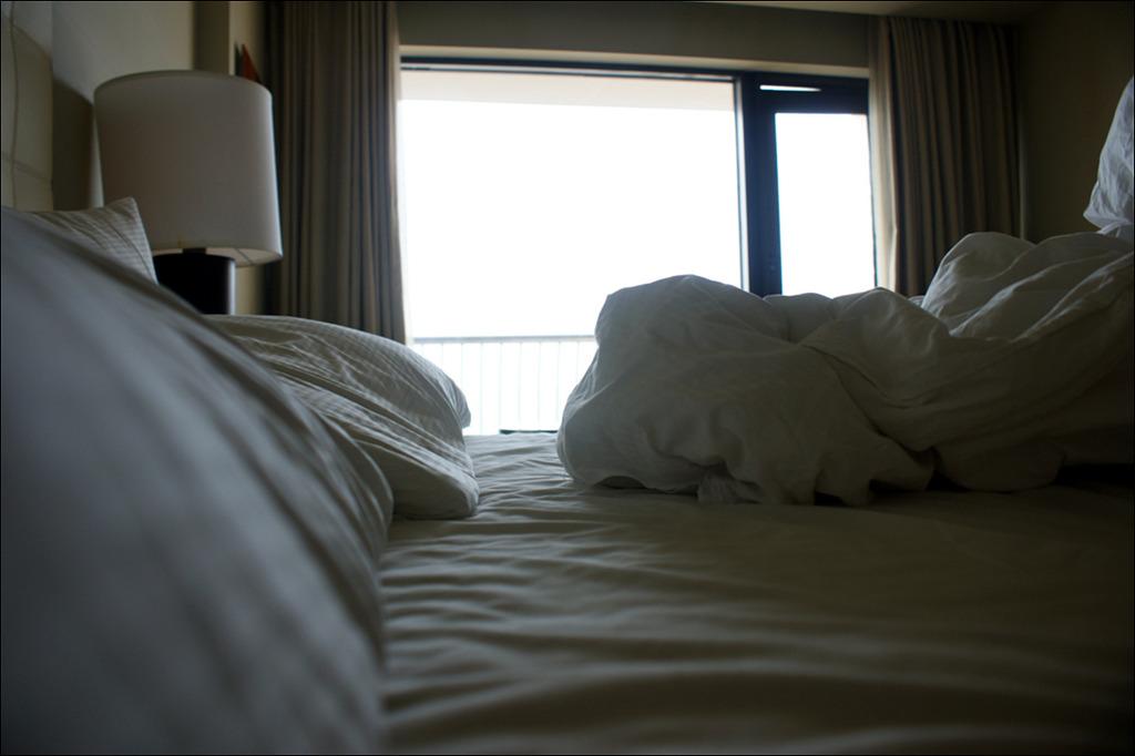 객실안 침대 사진