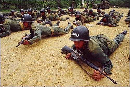 군인들 사진