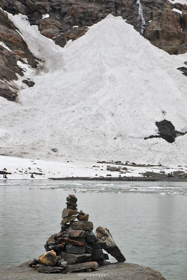 동 티벳 매리선산 속 오지마을 상위뻥(上雨崩)과 얼음호수