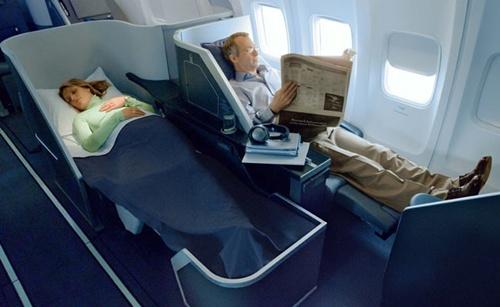 퍼스트 클래스의 편안함은 항공권 값과 비례
