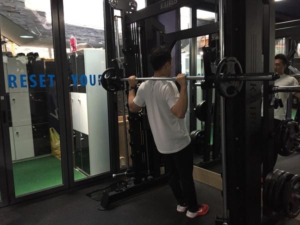 핵스쿼트(hack squats)
