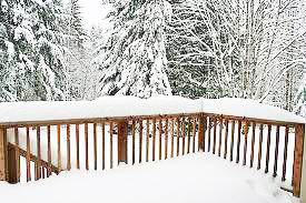 겨울철 목재 관리 및 오일스테인 칠하기