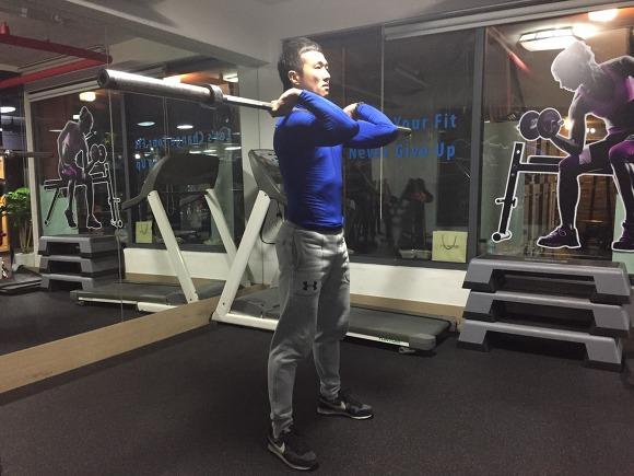 프론트 스쿼트(front squat)