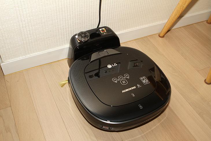 세탁기, 로봇청소기, 자동 운전, 스마트씽큐, 이용하자,IT,IT 제품리뷰,인테리어,로봇청소기는 대신 누가 청소해주기를 원하고 쓰게 되는데요. 주기적으로 자동으로 청소되면 좋겠죠. 오늘은 스마트씽큐 이용하여 로봇청소기 자동 운전을 사용하는 방법을 설명하려고 합니다. 이 방법을 이용하면 리모컨으로 동작하는 LG로보킹을 원하는 요일 원하는 시간에 자동으로 청소하도록 할 수 있습니다. 로봇청소기 자동 운전은 집을 비운 상태에서 하면 좋은데요. 집에 없는 시간에 깔끔하게 청소되는 것이죠.