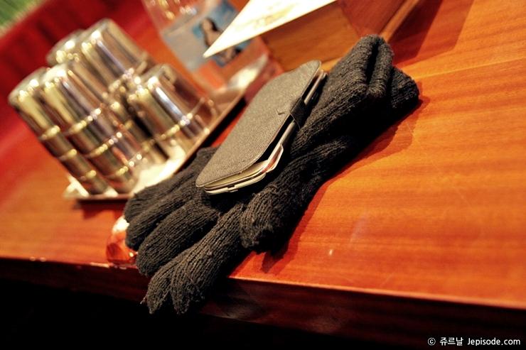 장갑과 핸드폰