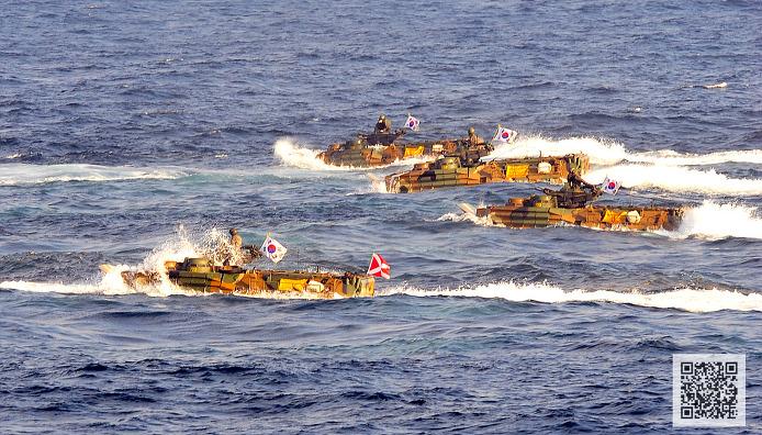 합동 상륙작전을 위해 작전중인 해병대 KAAV-7A1 상륙돌격장갑차 ⓒMediaPaPaer.KR 오세진 사진기자