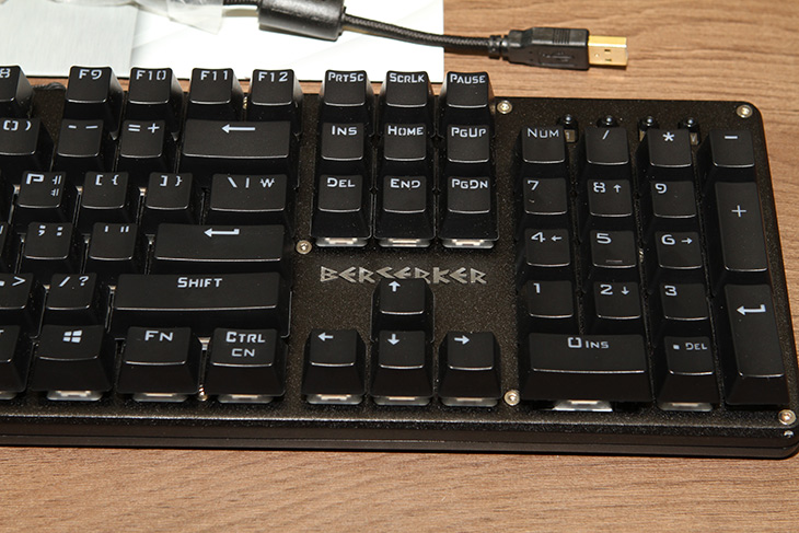 방수 기계식 키보드 ,버서커 ,바이퍼, MK-B1510, 물에, 넣기,방수 ,기계식 ,키보드, IT,IT 제품리뷰,컴퓨터를 사용할 때 가장 많이 사용하는 키보드. 그 중 가장 좋은 것은 메커니컬 타입의 제품 인데요. 방수 기계식 키보드 버서커 바이퍼 MK-B1510를 저는 소개해 보려고 합니다. 기계식 키 스위치는 구조상 방수가 되도록 만들기가 힘든데요. 이 키보드는 특이한 방식으로 키보드 위로 흐르는 물을 키 스위치 안으로 들어가지 못하도록 막았습니다. 방수 기계식 키보드를 진짜로 만든 것이죠. 유사 기계식 키보드가 아닙니다.