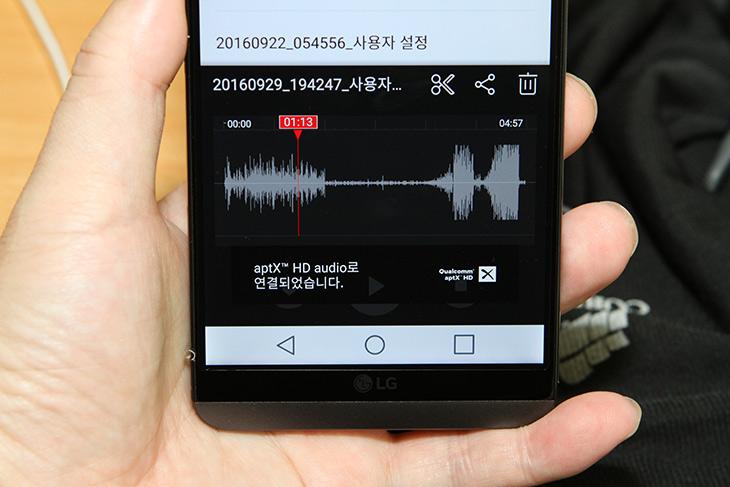 톤플러스 ,액티브, LG Tone+ Active ,aptX HD, HBS-A100,IT,IT 제품리뷰,엘지 블루투스 이어폰은 넥밴드 타입이 제일 인기가 좋죠. 실제로 써보면 좋습니다. 톤플러스 액티브 LG Tone+ Active HBS-A100 블루투스 이어폰을 소개 합니다. 이 제품이 좋은 이유라면 활용성 부분에서 높은 점수를 줄 수 있기 때문 입니다. IPx4 등급의 방수기능 aptX HD을 제공 합니다. 톤플러스 액티브 LG Tone+ Active HBS-A100는 비 맞으면서 사용해도 된다는 것이죠. 그리고 음질이 좋습니다.