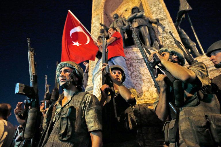 터키, 군부 쿠데타로 유혈사태...'술탄' 에르도안 축출되나