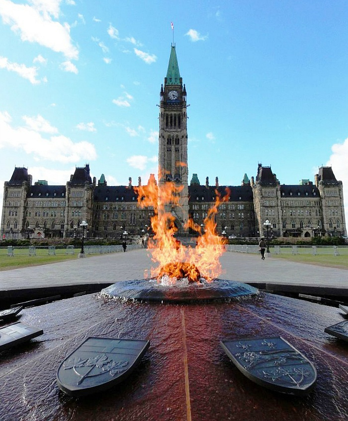 꺼지지 않는 분수 (Parliament of Canada Centennial Flame)