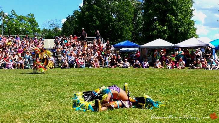 원주민 전통 춤 세리머니입니다
