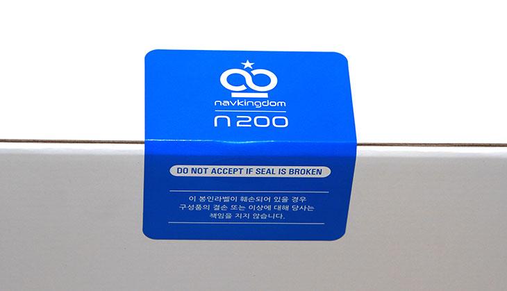 네비게이션 순위, 나브킹덤 N200 ,고성능 ,네비게이션 후기 ,개봉기,IT,IT제품,리뷰,후기,사용기,네비,네비게이션,네비게이션 순위가 전부 다는 아니죠. 나브킹덤 N200 고성능 네비게이션 후기를 올려보려고 합니다. 개봉기 부터 시작할 것인데요. 이 제품은 상당히 편리한 기능과 고성능의 성능을 갖춘 그런 Navi 입니다. 답답하고 느리던 그런 스마트폰은 이제는 쓸 필요가 없습니다. 네비게이션 순위에 현혹되어서 그냥 저렴해서 많이 팔리는 그런 제품과도 차별화 되는 제품 입니다. 네비게이션이 느려서 고민인 분들이 많을 겁니다. 네비게이션 순위는 사실 어떤것이 많이 팔리나 하는 정보를 보려고 보는것일 뿐 실제로는 성능 좋은것을 찾기 마련인데요.  왜냐면 성능은 곧 품질이기 때문이죠. 요즘은 스마트폰이 워낙 속도가 빠릅니다. 그래서 구형 네비게이션 대신 성능 좋은 스마트폰을 대신 쓰는 분도 있죠. 다만 그 경우 불편한 점이 한두가지가 아닙니다. 작은 화면, 그리고 조작의 불편함, 그리고 배터리가 계속 사용되므로 스마트폰에도 좋을리는 없죠. 그래서 나브킹덤 N200 같은 고성능의 제품을 사용하면 좋습니다. 이 제품은 스마트폰에서 사용되는 스냅드래곤 600 시리즈 프로세스가 사용되었습니다. 꽤 고성능의 프로세스가 들어간 이유로 반응속도가 상당히 좋습니다. 키보드 타이핑의 경우에도 자판이 이상한 형태로 뜨는게 아니라 쿼티 키보드 처럼 뜹니다. 스마트폰에 익숙한 사용자들은 더 쓰기 편한 UI를 제공하는데요. 이외에도 기능이 상당히 많습니다. 근데 실제 써보니 생각보다 사용법이 무척 간단했습니다.