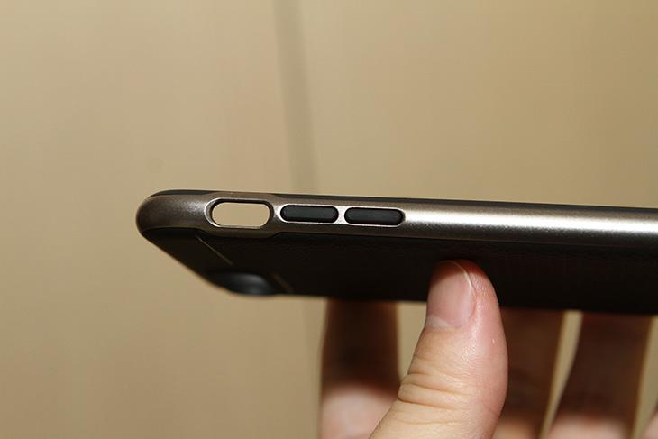 아이폰7 ,플러스, 깔끔한 ,슈피겐, 케이스, 네오, 하이브리드,IT,IT 제품리뷰,안쓰면 깨먹으니 좋은걸 써야죠. 그래서 좋은 제품을 하나 소개 합니다. 아이폰7 플러스 깔끔한 슈피겐 케이스 네오 하이브리드 인데요. 어짜피 꼭 써야한다면 좋은 것을 쓰는게 좋습니다. 새로운 스마트폰 나왔을 때 제일 많이 검색하는 브랜드 중 하나가 아닐까 싶은데요. 아이폰7 플러스 깔끔한 케이스 슈피겐 네오 하이브리드는 뒷모양이 꽤 이뻣는데요. 세세한 작은 부분의 디테일이 좋은 케이스 였습니다.