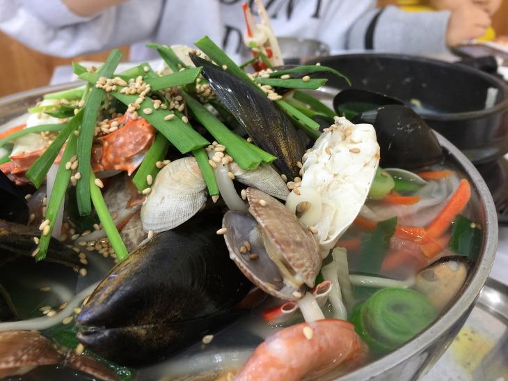 거제도 학동몽돌해수욕장 학동몽돌해변 대박난맛집 해물칼국수전문 간장게장정식 맛집