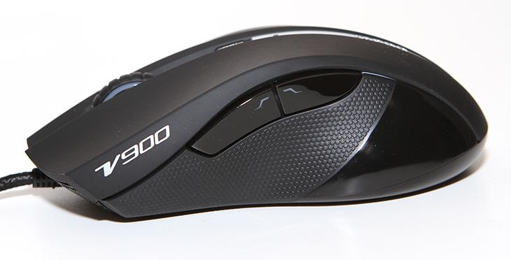 RAPOO 게이밍 마우스 VPRO V900 사용 후기,RAPOO 게이밍 마우스 VPRO V900 사용기,RAPOO 게이밍 마우스 VPRO V900 후기,RAPOO,게이밍 마우스,게임 마우스, VPRO V900, VPRO-V900,마우스,후기,IT,제품리뷰,IT제품리뷰,후기,사용기,폴링레이트,LED,모드변경,소프트웨어,RAPOO 매크로,매크로,VPRO-V900 매크로,RAPOO 게이밍 마우스 VPRO V900 사용 후기를 올려봅니다. 로이체에서는 프로게이머와 하이엔드 사용자를 위한 여러가지 제품들을 내어놓고 있습니다. 이번 시간에는 게이밍 마우스를 소개해드릴 텐데요. 양손잡이용이면서도 그립감이 괜찮고 고성능의 센서와 성능을 가진 제품 입니다. RAPOO 게이밍 마우스 VPRO V900 사용 느낌은 센서 능력은 상당히 좋은 느낌을 바로 받았습니다. 1000Hz로 처음에 셋팅이 되어있었는데 그런 이유로 상당히 마우스 포인터가 부드럽게 움직였습니다. DPI 변경 버튼도 바로 외부에 있어 바로 단계 조절이 가능 했습니다.  RAPOO 게이밍 마우스 VPRO V900는 양손잡이용 입니다. 뒤에서 봤을 때 좌우 대칭으로 모양이 동일하죠. 그래서 왼손잡이도 사용이 가능 합니다. 물론 오른손잡이에게 가장 편안한 마우스는 오른손잡이 전용 마우스이긴 합니다. 그런 부분에서 조금 아쉬운 느낌은 있었지만 하지만 양손잡이 마우스를 꽤 여러종류를 써봤었지만 이 제품은 양손잡이 마우스 중에서는 그립감이 상당히 좋은 편 입니다. 손가락이 닿는 부분 처리도 마음에 들었습니다. 상단에 버튼은 이음새가 없는 긴 형태로 된 마우스 버튼이 적용되어 있습니다. 상단 버튼은 무광택의 미세하게 거친 느낌의 버튼이여서 오랫동안 마우스를 잡고 사용할 때 느낌이 좋았습니다. 측면부에는 잘 미끌리지 않도록 고무그립이 적용되어 있었습니다.  V900은 자체 개발한 32비트 ARM 게이밍 프로세서 V-power3를 사용해서 최대 8200DPI 지원 빠른 반응속도, 안정성이 특징 입니다. 모드는 3가지를 설정할 수 있고 각 모드별로 DPI를 4단계를 저장할 수 있습니다. DPI 변경 버튼으로 바로 DPI 변경이 가능한점이 특징이며 양손잡이용 이지만 그립감이 꽤 좋은 점이 특징입니다. 스크롤 부분과 측면 부분에 LED를 변경할 수 있으며, 1000Hz의 폴링레이트 지원, 최대 30G 가속 트래킹 능력을 가지고 있는점이 특징입니다.