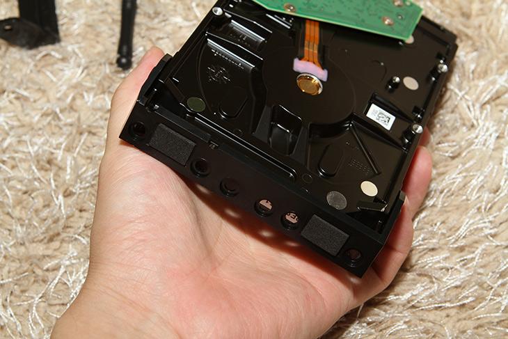 새로텍 ,PRORAID-20US6G, RAID, 2베이, 저장장치,IT,IT 제품리뷰,고용량 USB 저장장치를 만들 목적으로 사용됩니다. RAID가 가능한 제품이구요. 새로텍 PRORAID-20US6G RAID 2베이 저장장치를 소개 합니다. 최대 8TB 2개를 장착해서 사용이 가능 합니다. USB 연결은 물론 ESATA 연결도 가능한 제품 입니다. 컴퓨터에 바로 연결하는 대용량 저장장치를 만들 때 적당합니다. 새로텍 PRORAID-20US6G를 실제로 사용해 보면 RAID 구성 방식이 무척 편했습니다.