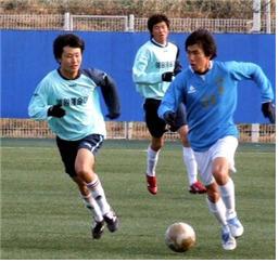 홀로 버려진 축구 선수 출신, 지도자로 새 삶을 꽃피운다