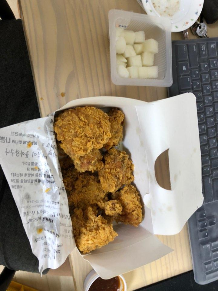 아 항상 먹고싶은 ...다시 먹고싶은 빠삭한 치킨 ㅋㅋㅋ