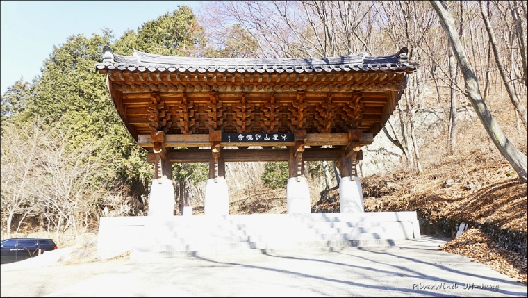 홍룡사 일주문