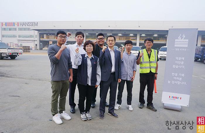 왼쪽부터 김성준 대리, 박정운 과장, 박진숙 과장, 김현 대리, 김무열 차장, 이지원 대리, 이형종 과장
