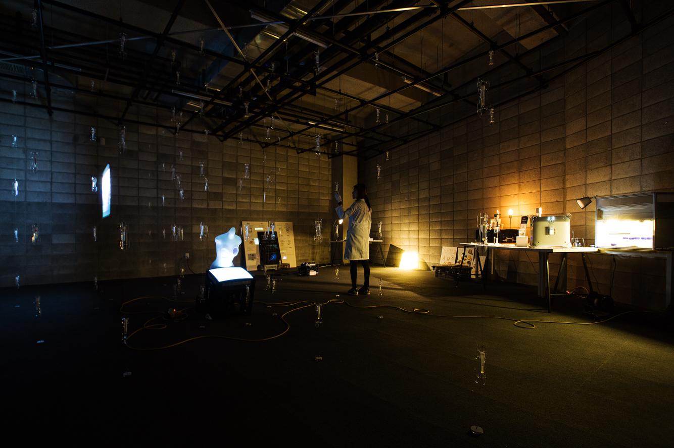 기술에 대한 강박적 고찰의 자세: 테크네 파라노이아_exhibition review