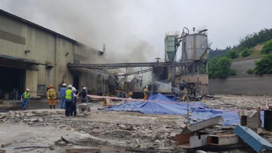 포항 제철세라믹 탱크폭발 1명사망 4명 중태. 포항성모병원, 세명기독병원으로 이송