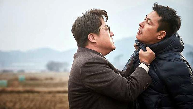 사진: 영화에서는 두 남자의 이야기지만, 웹툰에서는 청와대 행정관과 북한 이중스파이와의 이야기이다.