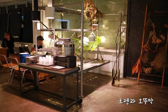 자그마치 카페 셀프 식수대