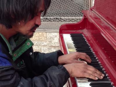 노숙인 피아니스트