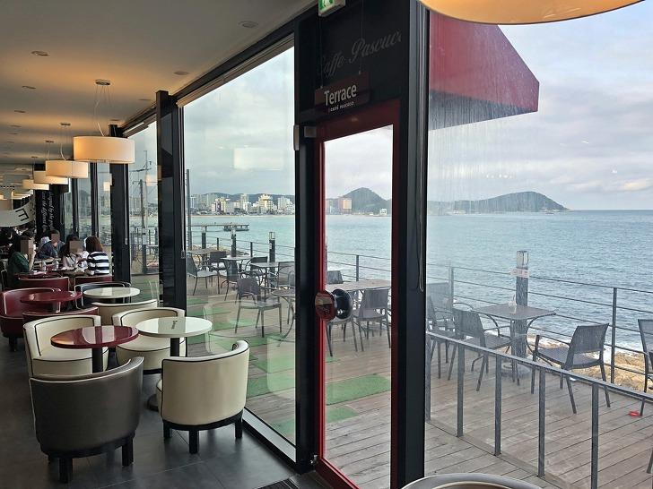 [송정카페] 바다전망이 끝내주는 멋진 카페《파스쿠찌 부산송정점》(평점4.0)