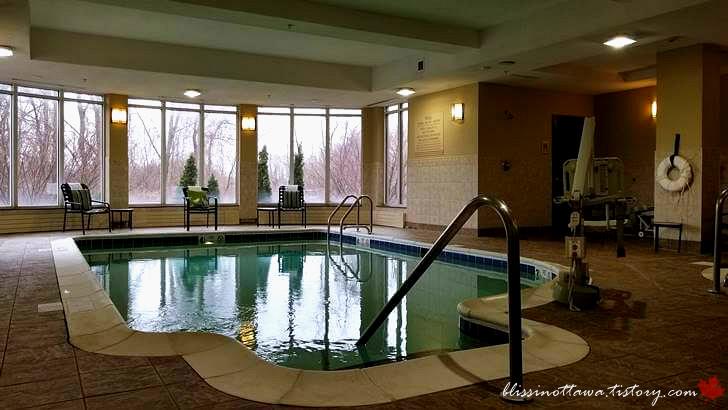 실내 수영장입니다